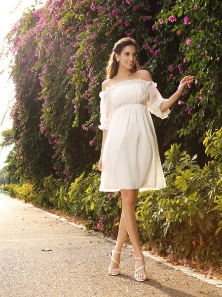 A-lijn/Prinses Off-the-Shoulder Chiffon Halve Mouw Knie-Lengte Trouwjurken